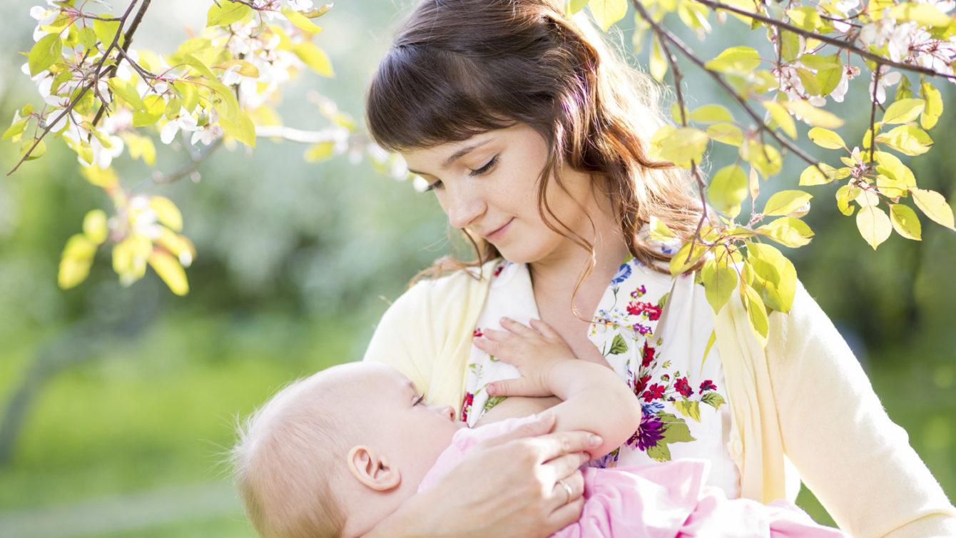 Các tình trạng sức khỏe tồn tại trong cơ thể mẹ có thể ảnh hưởng đến việc nuôi con bằng sữa mẹ